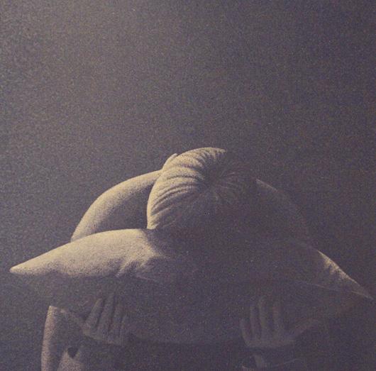 Non basta un cuscino, 2004, tecnica mista su carta, cm 40x40
