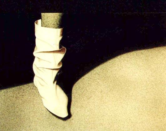 Lo stivale bianco, 2001, tecnica mista su carta, cm 36x51