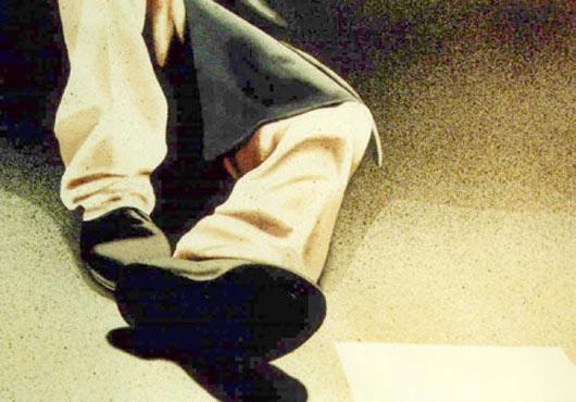 Pantaloni bianchi, 2001, tecnica mista su carta, cm 36x51